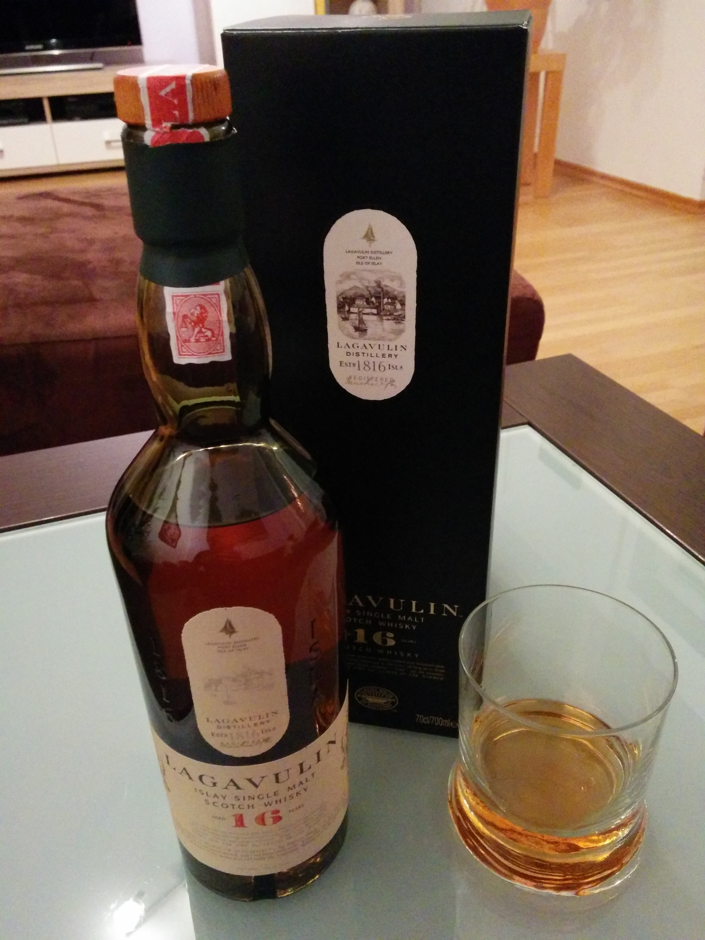 Lagavulin 16 Single Malt Whisky